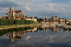 Carte postale d'Auxerre (jjcordier) Tags: quai auxerre yonne cathédrale abbaye bourgogne rivière reflet eau