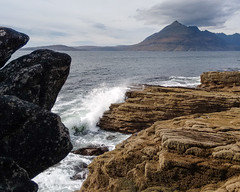 Elgol Rocks (Zou san) Tags: scotland skye elgol mountain cuillin coast sea rocks water waves motog landscape seascape