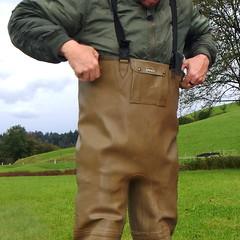 Chameau-oliv-Baustelle2839b.B (Kanalgummi) Tags: sewer exploration rubber waders chestwaders wathose worker égoutier kanalarbeiter bomber jacket bomberjacke