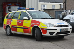 Carlow Fire & Rescue Service 2002 Ford Focus Estate SO RRV 02CW3027 (ex Staffordshire DY02 ARU) (Shane Casey CK25) Tags: carlow fire rescue service 2002 ford focus estate so rrv 02cw3027 car white wagon battenburg bagnelstown cw12 charlie whiskey firebrigade firefighter fighter station crew fireman firemen firebrigadesociety fbs society bluelight blue lights flashing emergency tender lightbar bluelights siren brigade ex staffordshire dy02 aru