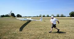 2441 Windenstart eines Segelflugzeugs auf dem Verkehrslandeplatz Kyritz. Beim Start mit der Winde wird das Seil  auf einer Windentrommel aufgerollt, das Segelflugzeug wird auf etwa 90–130 km/h beschleunigt (stadt + land) Tags: start flughafen luftaufnahme seil luftbilder segelflugzeug winde segelflug segelflieger verkehrslandeplatz kyritz windenstart flugsport heinrichsfelde windentrommel