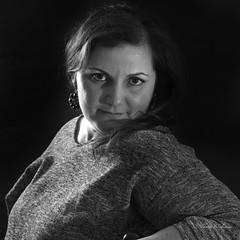 20161225_1_1 (Sándalo Armas) Tags: retrato ritratto portrait портрет portret muotokuva портретпортрет 초상화 肖像 monocromático fondonegro interior gente blancoynegro