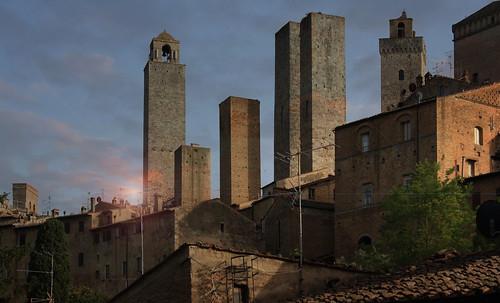 "Torres legendarias / Faros, minaretes, campanarios, rascacielos • <a style=""font-size:0.8em;"" href=""http://www.flickr.com/photos/30735181@N00/32493404346/"" target=""_blank"">View on Flickr</a>"