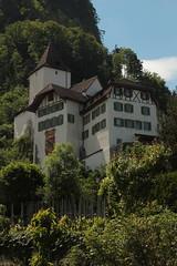 Schloss Wimmis ( Château - Castle - Burg - Erbaut um 1100 ) ob dem Dorf Wimmis im Simmental im Berner Oberland im Kanton Bern der Schweiz (chrchr_75) Tags: chriguhurnibluemailch christoph hurni schweiz suisse switzerland svizzera suissa swiss chrchr chrchr75 chrigu chriguhurni mai 2015 albumzzz201505mai hurni150529 kantonbern berner wappen bernerwappen bernerbär bern berne berna bär urs bear albumbernerwappen sveitsi sviss スイス zwitserland sveits szwajcaria suíça suiza albumschweizerschlösserburgenundruinen albumregionthunhochformat thunhochformat hochformat albumveröffentlichtefotos albumzweifüreinsthunundoberland2016 susisa kanton