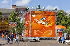 Kiekeboe (Pieter Musterd) Tags: holland canon nederland thenetherlands denhaag palm canon5d wk nl paysbas plein thehague standbeeld oranje niederlande zuidholland beachvolleybal wereldkampioenschap palmbomen dewitte musterd willenvanoranje pietermusterd sgravenhage canon5dmarkii haagspraak pmusterdziggonl