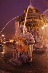 Paris Janvier 2017 - 11 une fontaine gelée Place de la Concorde (paspog) Tags: paris france placedelaconcorde janvier january januar 2017 fontaine brunnen fountain fontainegelée frozenfountain
