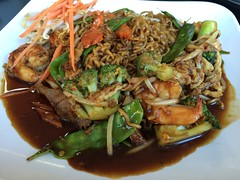 Beef Shrimp Chicken Noodles Erb Thai Restaurant (stevendepolo) Tags: food chicken restaurant beef shrimp thai noodles erb