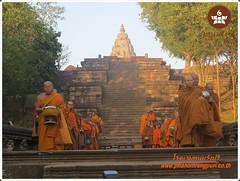 Lodges Buriram Lodges Buriram Nangrong Phanomrung,  ตักบาตรปีใหม่และรับพลังแสงแรกแห่งปี ณ ปราสาทหินพนมรุ้ง จ บุรีรัมย์