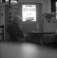 (dom mesquita) Tags: 6x6 film brasil analog rolleiflex zeiss mediumformat sopaulo squareformat fujifilm filme analogphotography 120mm analgico filmphotography fujiacross100 fotografiaanalgica kodakd76 planar80mm tlrcameras planarlens fotografiafilme
