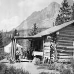 Mr. C.H. Cummings' cottage, Yellowhead Lake, Lucerne, B.C. (with Seven Sister Peaks), 1914 / Le chalet de M. C.H. Cummings au lac Yellowhead, à Lucerne, en Colombie-Britannique (avec les pics Seven Sisters à l'arrière plan), 1914 thumbnail