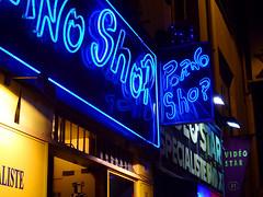 Porno Shop (Toni Kaarttinen) Tags: paris france sign sex night lights evening frankreich neon sexshop frana montmartre porno frankrijk prizs francia iledefrance parijs parisian pars  parigi frankrike pigalle  pary   francja ranska pariisi  franciaorszg  francio parizo  frana