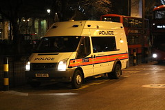 Metropolitian Police Carrier-BGR (central1850) Tags: bu12 afe bgr london euston metropolitian police carrier ford 999