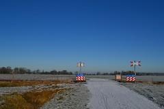 Overweg Sjuxumerweg, Loppersum (f O h O) Tags: loppersum nederland groningen winter sneeuw onbewaakte overweg overgang trein spoor spoorlijn