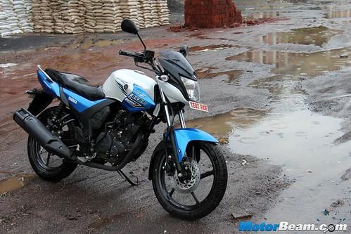2015-Yamaha-SZ-RR-10