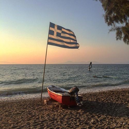 Pauvre Grèce il ne reste pas grand chose mais au moins il y a encore du vent !?! #rhodes #greece