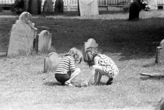 060568 32 (ndpa / s. lundeen, archivist) Tags: nick dewolf nickdewolf photographbynickdewolf blackwhite bw 1968 1960s 35mm june beaconhill candid boston massachusetts ma city citylife streetlife sliceoflife film monochrome blackandwhite spring cemetery graveyard buryingground granaryburyingground grave graves tombstone tombstones gravestone gravestones gravemarker gravemarkers children kids girls child girl nicole pagecollingwood collingwood