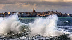 high tide (Ludovic Lagadec) Tags: stmalo grandemarée hightide marin marée mer manche matin morning saintmalo seascape sea sky tempete water waves wave waouw canon6d city cityscape ciel bretagne breizh brittany beach bretagnenord ressac illeetvilaine