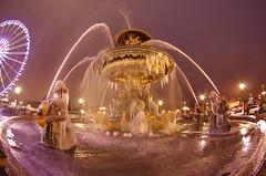 Paris Janvier 2017 - 23 une fontaine gelée Place de la Concorde (paspog) Tags: paris france janvier january januar 2017 nuit night nacht placedelaconcorde fontaine fountain brunnen fontainegelée frozenfountain