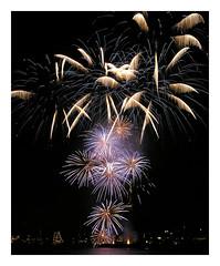 Happy New Year ! (AurelioZen) Tags: rotterdam maas lichtjesparade worldportdays2005 fireworks vuurwerk happy2017