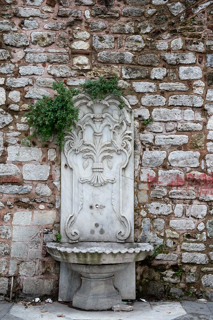 фото: Old fountain