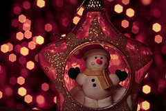 Holiday Bokeh, Macro Mondays. Star Snowman (jamesallen9) Tags: seasons xmas christmas winter festive glitter decorative snowman snow white holiday smiling playful scarf light glow pattern bokeh blurred star decoration lights macromondays holidaybokeh nikon d3300