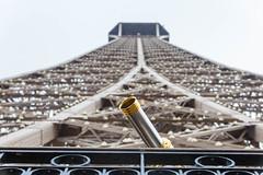 Paris: Eiffelturm (kevin.hackert) Tags: aussichtsplattform aussichtsturm eiffel eiffeltower eiffelturm eisenfachwerkturm fr fernsehturm france frankreich französisch hauptstadt latoureiffel paris restaurant wahrzeichen weltausstellung îledefrance