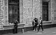 Love Street (Angelo Petrozza) Tags: mexico messico blackandwhite biancoenero pentax angelopetrozza bacio kiss street strada candid città del ciudad