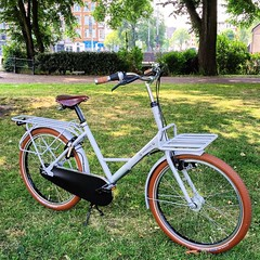 WorkCycles Fr8 Dove Grey (@WorkCycles) Tags: bicycle bike carrier delivery dutch fiets fr8 heavyduty rack transport transportfiets workcycles