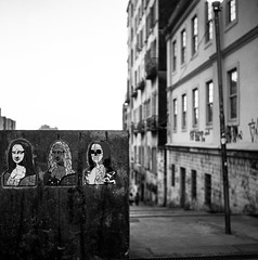 Urbe e arte / Urbe 'n' art (glauberpitfall) Tags: filmphotography yashicamat124b yashinon80mm neopan100 blackandwhite monochrome streetphotography portoalegre brazil