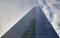 Reflection on the Tower of Glass (II)/Reflejo en la Torre de Cristal (II) (Modesto Vega) Tags: architect architecture arquitecto arquitectura cbta cuatrotorresbusinessarea césarpelli d600 fullframe madrid nikon nikond600 peicobbfreed rascacielos skyscraper spacetower torreespacio torredecristal towerofglass