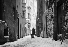 winter in the city IV (Erwin Vindl) Tags: winterinthecityiv streetphotography streettogs candid blackandwhite bw monochrome innsbruck erwinvindl olympusomd em10markii