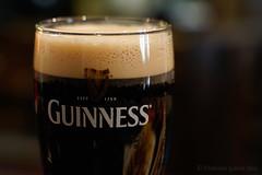 Una pinta de Guinness./ A pint of Guinness. (Recesvintus) Tags: guinness irish bier beer cerveza birra bière stout pinta pint pub closeup recesvintus albacete spain commlite adapter