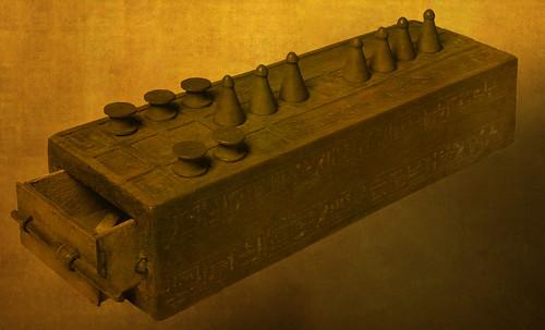 "Senet - Lujoso sistema de objetos lúdicos obsequio del dios Toht a la faraona Nefertari • <a style=""font-size:0.8em;"" href=""http://www.flickr.com/photos/30735181@N00/32399622101/"" target=""_blank"">View on Flickr</a>"