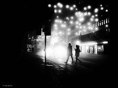 once upon time in december (René Mollet) Tags: mist misty fog foggy blackandwhite bw monchrom monochromphotographie street streetphotography shadow silhouette xmaslights renémollet penf people