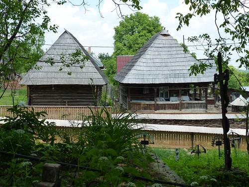 Budesti - wooden houses