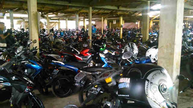 Parkir Motor Stasiun Cilebut