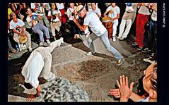 Arco do Teles, agosto 2015 (jluizmail) Tags: nightphotography brazil art brasil riodejaneiro dance fight education nikon capoeira peace negro culture paz martialarts nikond50 health brazilian arcodoteles tradition speedlight brasileiro cultura racial sade educao tradio blackisbeautiful africandance etnia artesmarciais raa tnico coloredpeople strobist afrobrasileiro culturaafrobrasileira flashoffcamera removedfromstrobistpool incompletestrobistinfo seerule2 jluiz nikonsb700 speedlightsb700 riofotografico jluizmail jooluizlima sb700offcamera flashforadacmera fotografiajooluizlima africanmartialarts photobyjluiz photobyjooluizlima jluizjluizcom