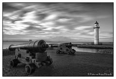 Guarded lighthouse. (PvRFotografie) Tags: nederland holland hellevoetsluis harbour haven vuurtoren lighthouse vintage old oud kanon canon longexposure clouds cloud wolk wolken nd filter sonyslta99 20mm sony20mmf28 triggertrap bw110mrcfprondfilter