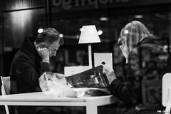 lire à la bibliothèque (P. Marioné) Tags: pm marione nikon d810 raw black noir zwart schwarz negro white blanc wit weiss blanco blackandwhite noiretblanc zwartenwit monochrome bw nb zw mono bandw netb zenw blackwhite noirblanc zwartwit schwarzweiss negroblanco figure portrait streetcandid unposed crop portraiture people candid man homme hombre person personne mensen streetscene scene streetpix street rue straat strase calle streetart citylife city urban ville streetlife town streetphotographer streetphotography