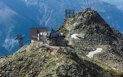 Stn. Eggishorn (2869 m), stanice lanovky Fiescheralp-Eggishorn, Fiescherhorli (2893 m)