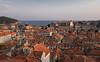 Vista de Dubrovnik, la perla del Adriático, al atardecer