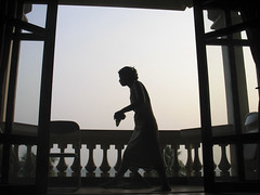 . (hn.) Tags: people copyright silhouette backlight contraluz person asia asien cambodge cambodia heiconeumeyer kambodscha muy seasia soasien southeastasia sdostasien khmer leute balcony balkon silhouettes menschen cleaning human persons humans contrejour personen gegenlicht sweeping mensch copyrighted besen fegen umris silhouetten umriss