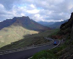 Winding road (Sh3Cat) Tags: road mountain berg car grancanaria bil winding stig naturescenes hjd slingrigt