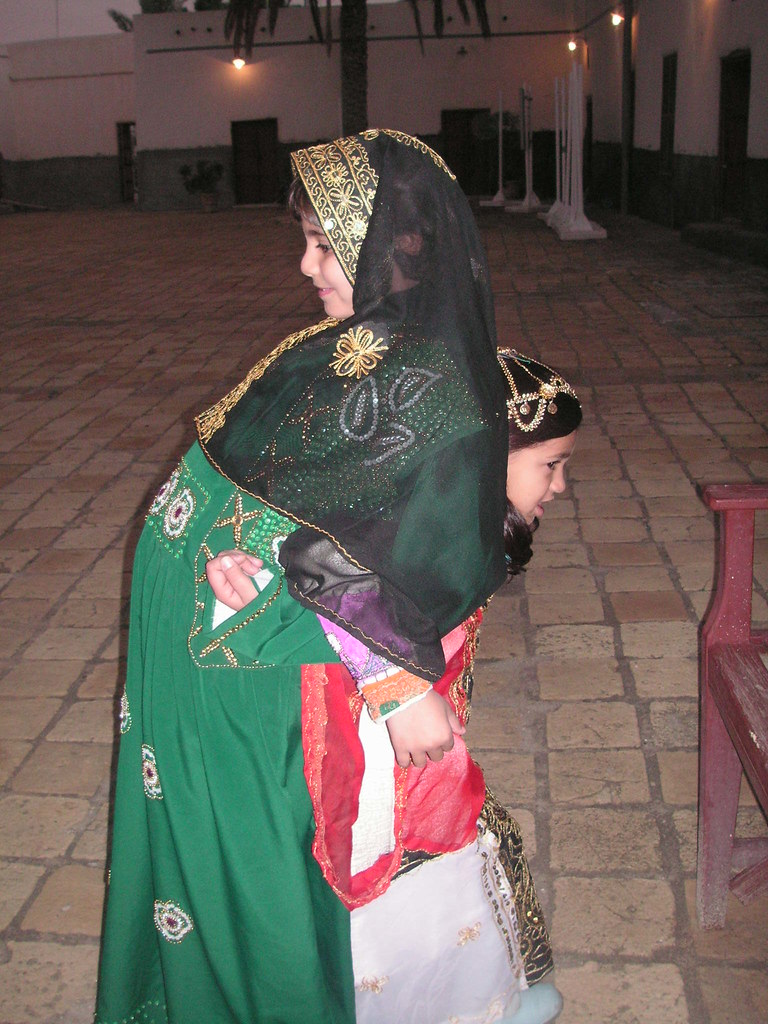 6d7fda573 طبق حنه طبق ماش (coluombo) Tags: portrait gold kuwait tradional عربي q8 بيت
