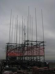 Antennas on temp scaffolding (C & D Amundsen) Tags: 30rock clouds