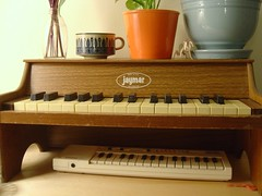pianos (Croquette) Tags: thrift thriftstore jaymar casio piano keyboard toypiano
