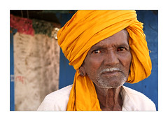 Yellow turban (Elishams) Tags: portrait india yellow wow asia indian faith dailylife karnataka indianarchive inde badami southindia theface