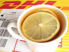 Fast breakfast (kotiki) Tags: dhl yellow red lemon tea tee colazione desayuno almuerzo frhstck gelb jaune giallo amarillo zaino canon powershot a520 kotiki    tag1