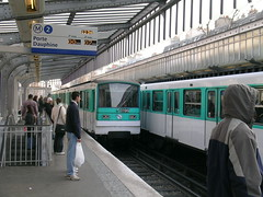 (2) La Chapelle - Paris (France) (Meteorry) Tags: paris mtro station line ligne 2 two deux platform public transport subway train open air tracks portedauphine dauphine m ratp metro spoor white green sky people steel contstruction time 1234 lachapelle chapelle meteorry