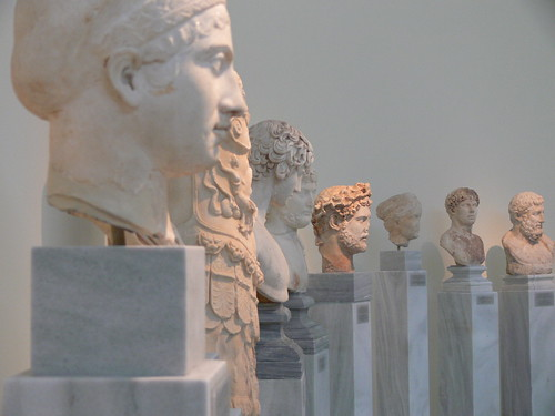 Greek Busts por Grant Mitchell.